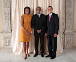 Barack-Michelle-Obama-greet-Paul-Kagame-other-U.N.-member-reps-at-Met-Museum-NYC-092309-by-irwanda1.com_