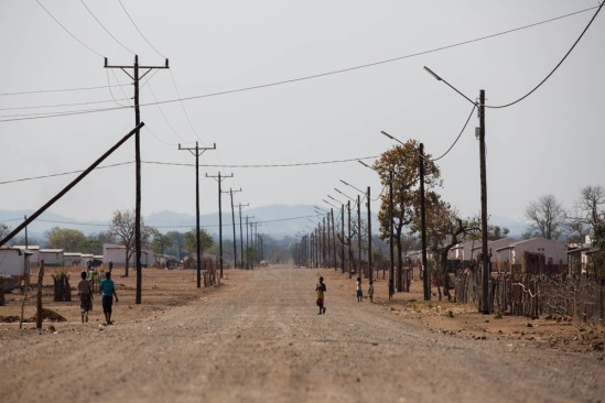 This is a typical street in Cateme, wide and dusty. Walks to the wells are far, especially when carrying 20 liters of water. The whole area is more or less deserted, ground water has to be pumped by electrical pumps because it's so deep, so when the electricity goes down there is also no water.