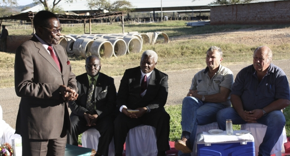 robert-mugabe-villain-or-hero-2012-005-mugabe-addressing-farmers-at-dairy-farm